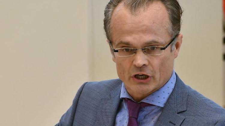 Michael Schierack (CDU) spricht in einer Debatte des Landtages. Foto: Bernd Settnik/dpa-Zentralbild/dpa/Archivbild