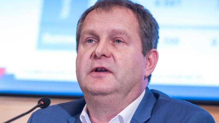 Jens Kerstan (Bündnis90/Die Grünen), Umweltsenator von Hamburg, spricht. Foto: Daniel Bockwoldt/dpa/Archivbild