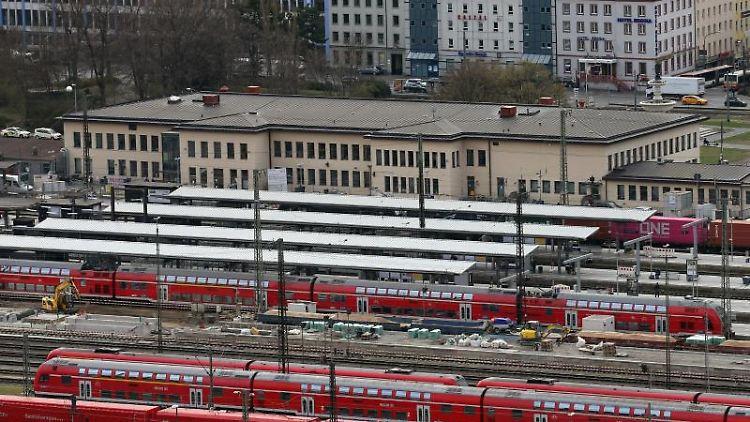 Blick auf den Würzburger Hauptbahnhof. Foto: Karl-Josef Hildenbrand/dpa/Archivbild