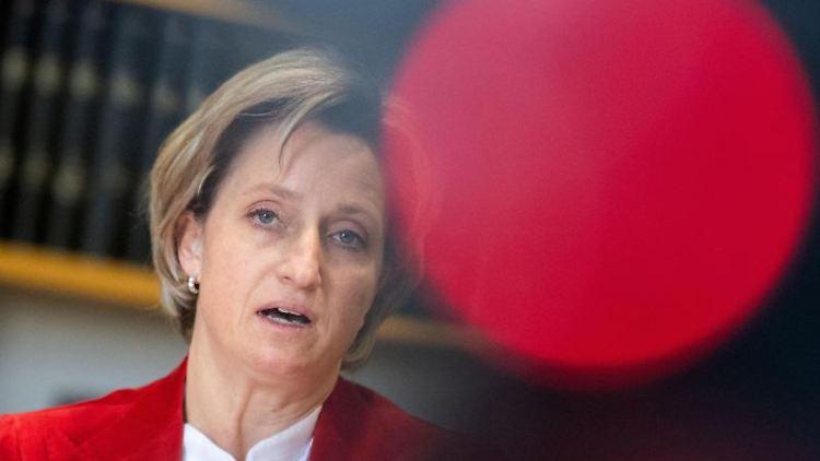 Nicole Hoffmeister-Kraut (CDU), Wirtschafts- und Arbeitsministerin in Baden-Württemberg. Foto: Marijan Murat/dpa/Archivbild