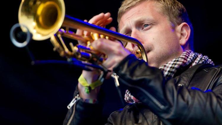 Nils Wülker spielt Trompete. Foto: picture alliance / dpa/Archivbild