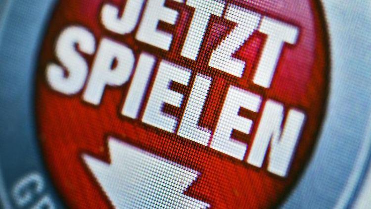 Werbung für ein Online-Glücksspiel. Foto: Arno Burgi/zb/dpa/Symbolbild