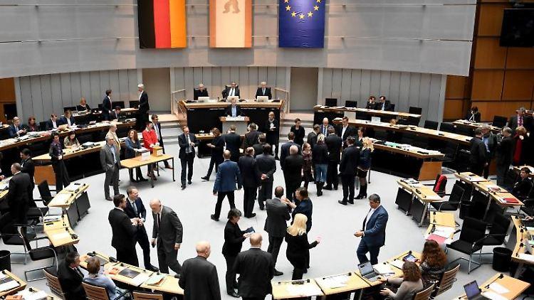 Die Abgeordneten stimmen bei Plenarsitzung des Berliner Abgeordnetenhauses ab. Foto: Britta Pedersen/dpa-Zentralbild/dpa/Archivbild