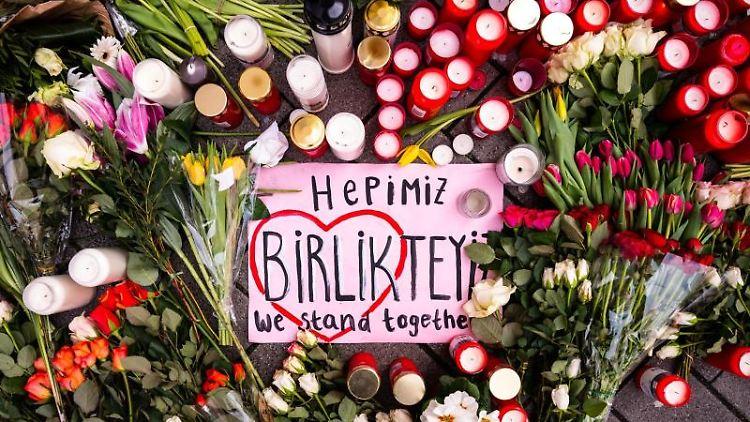 Gedenken an die Opfer des rechtsterroristischen Anschlags in Hanau. Foto: Andreas Arnold/dpa