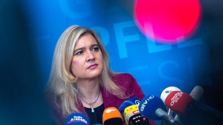 Melanie Huml (CSU), Staatsministerin für Gesundheit und Pflege, gibt im bayerischen Staatsministerium für Gesundheit und Pflege eine Pressekonferenz. Foto: Peter Kneffel/dpa/Archivbild
