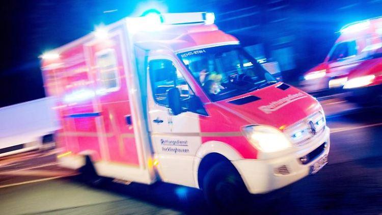 Rettungswagen im Einsatz. Foto: Marcel Kusch/dpa/Symbolbild