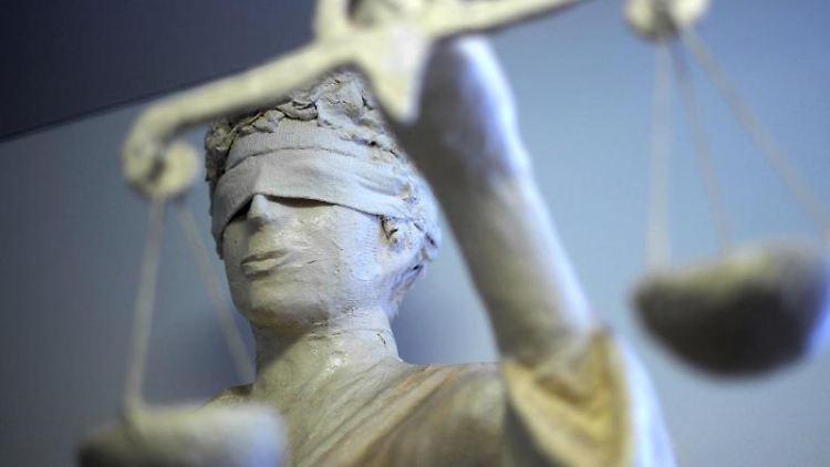 Die Statue Justizia im Amtsgericht zu sehen. Foto: picture alliance / dpa/Archivbild