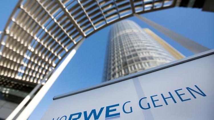 Der sogenannte RWE Tower, Zentrale des Energiekonzerns RWE. Foto: Marcel Kusch/dpa/Archivbild