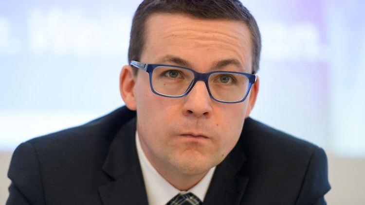 Roland Theis, saarländischer Justizstaatssekretär der CDU, nimmt an Veranstaltung in der Handwerkskammer in Saarbrücken teil. Foto: picture alliance / Oliver Dietze/dpa/Archivbild
