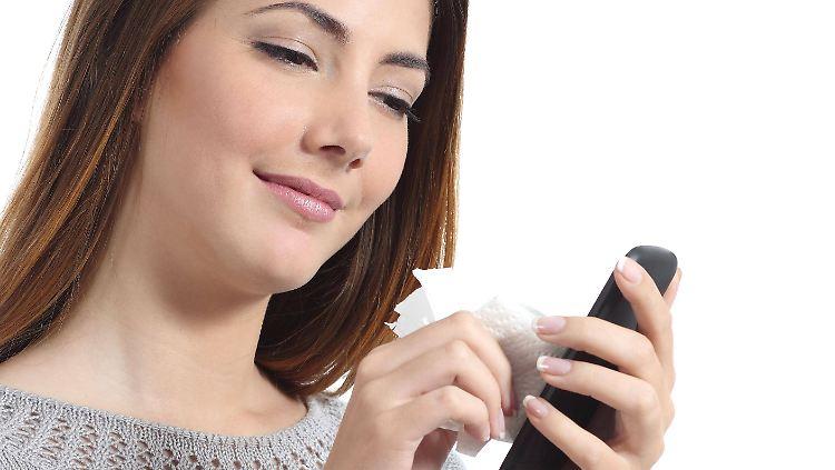 Smartphone putzen.jpg