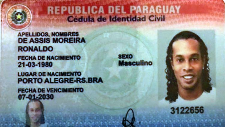 RonaldinhoPass.jpg