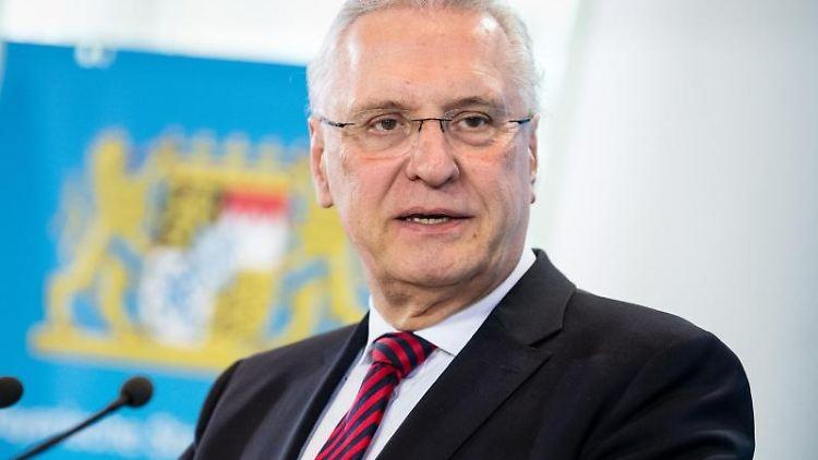 Joachim Herrmann (CSU), Innenminister von Bayern, spricht zur Presse. Foto: Matthias Balk/dpa