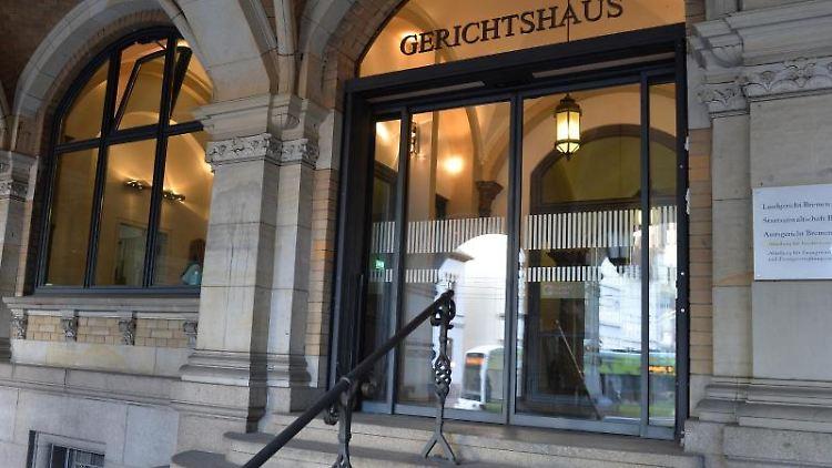 Der Eingang zum Bremer Landgericht. Foto: Carmen Jaspersen/dpa/Archivbild