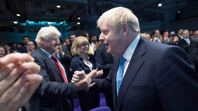 Stanley Johnson (links) und sein Sohn Boris Johnson haben wohl Meinungsverschiedenheiten.