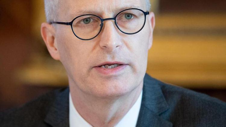 Peter Tschentscher (SPD), Erster Bürgermeister von Hamburg, bei einer Pressekonferenz. Foto: Daniel Reinhardt/dpa