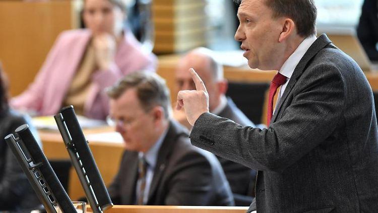 Matthias Hey (SPD) spricht im Thüringer Landtag. Foto: Martin Schutt/dpa-Zentralbild/dpa/Archivbild