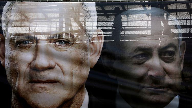 2020-03-15T172646Z_1443908752_RC2HKF9EQ91I_RTRMADP_3_ISRAEL-POLITICS-GANTZ.JPG