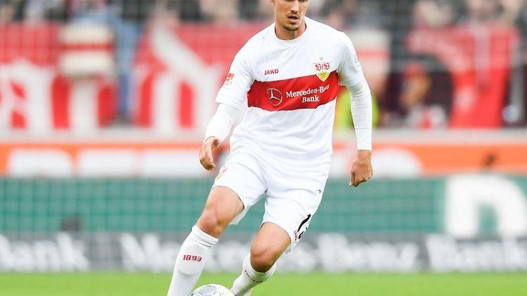 Pascal Stenzel vom VfB Stuttgart in Aktion. Foto: Tom Weller/dpa/Archivbild