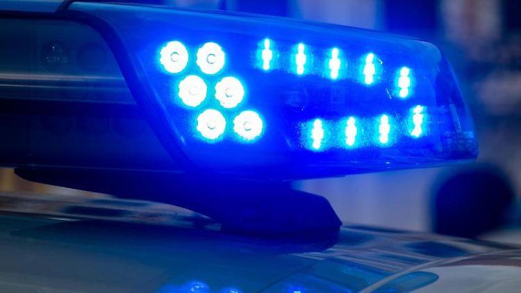 Ein Blaulicht der Polizei leuchtet auf. Foto: Klaus-Dietmar Gabbert/dpa-Zentralbild/ZB/Symbolbild/Archivbild