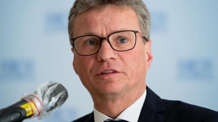 Bernd Sibler (CSU), Wissenschaftsminister von Bayern, spricht auf einer Pressekonferenz. Foto: Sven Hoppe/dpa/Archivbild