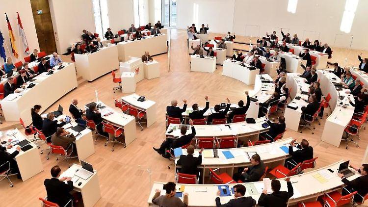 Eine Sitzung im Brandenburger Landtag. Foto: Bernd Settnik/dpa-Zentralbild/ZB/Archivbild