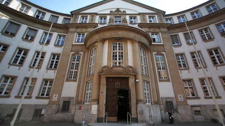 Blick auf das Landgericht Frankfurt/Main. Foto: Fredrik von Erichsen/dpa/Archivbild