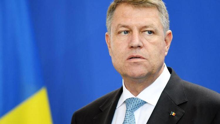 Rumäniens Präsident Klaus Johannis gibt im Bundeskanzleramt eine Pressekonferenz. Foto: Maurizio Gambarini/dpa/Archivbild