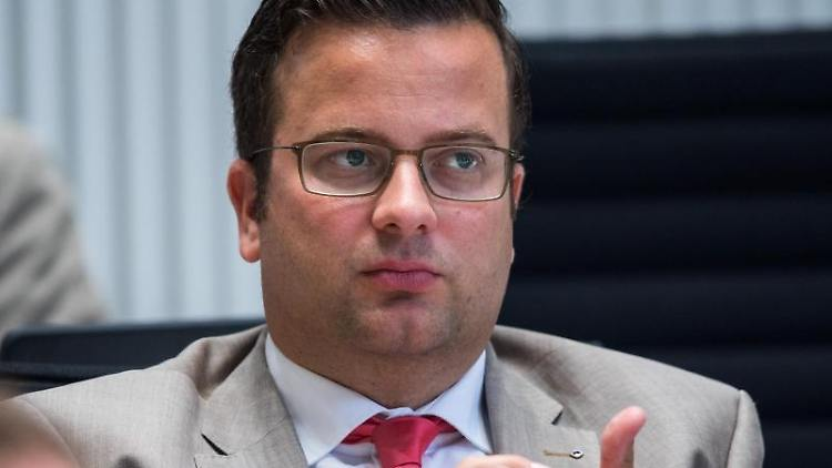 Der Stadtpräsident Schwerins, Sebastian Ehlers (CDU, ist bei einer Landtagssitzung zu sehen. Foto: Jens Büttner/dpa-Zentralbild/dpa/Archivbild