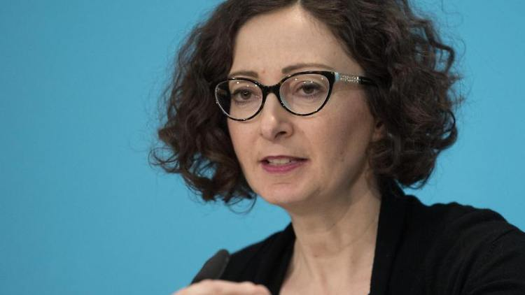 Ramona Pop (Bündnis 90/Die Grünen), Wirtschaftssenatorin von Berlin, spricht zur Presse. Foto: Jörg Carstensen/dpa