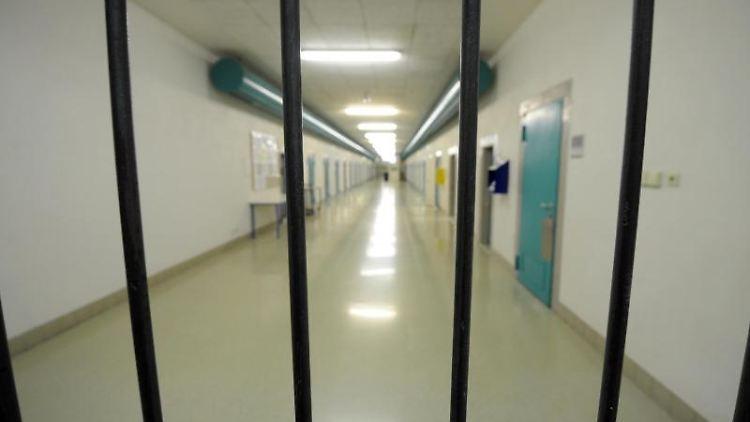 Ein Zellengang in der JVAFreiburg. Foto: Patrick Seeger/dpa/Archivbild
