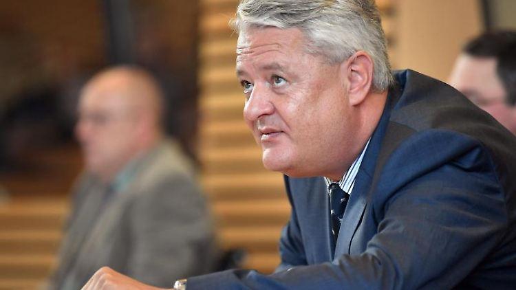 Lutz Hasse, Datenschutzbeauftragter von Thüringen, bei einer Debatte im Thüringer Landtag. Foto: Martin Schutt/dpa-Zentralbild/dpa/Archivbild