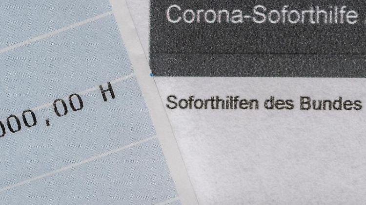 Ein Kontoauszug mit der überwiesenen Summe von 9.000 Euro Corona-Soforthilfe. Foto: Robert Michael/dpa-Zentralbild/dpa