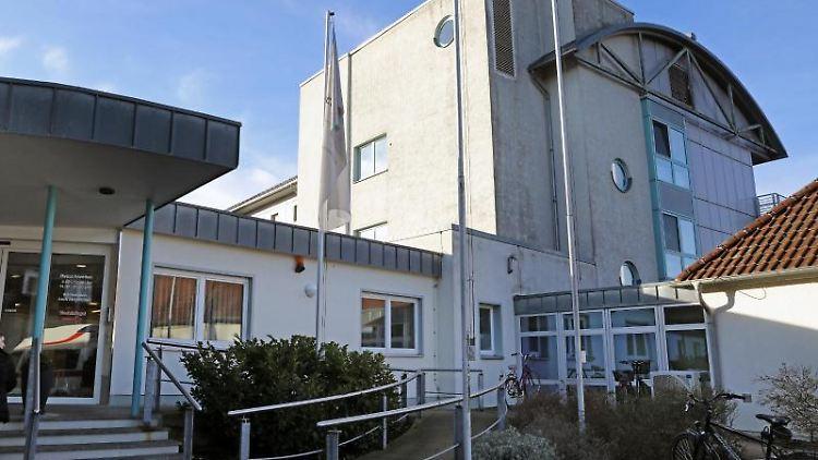 Blick auf das MediClin Krankenhaus am Crivitzer See. Foto: Bernd Wüstneck/dpa-Zentralbild/dpa/Archivbild
