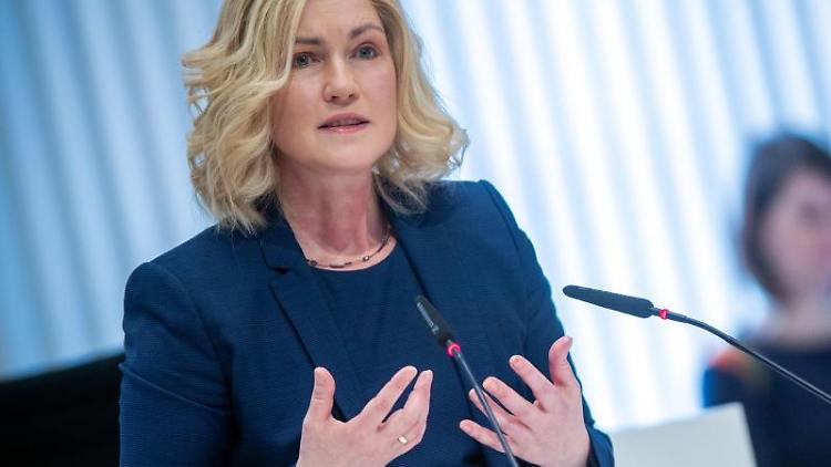 Manuela Schwesig (SPD) spricht bei einer Landtagssitzung. Foto: Jens Büttner/dpa-Zentralbild/dpa/Archivbild
