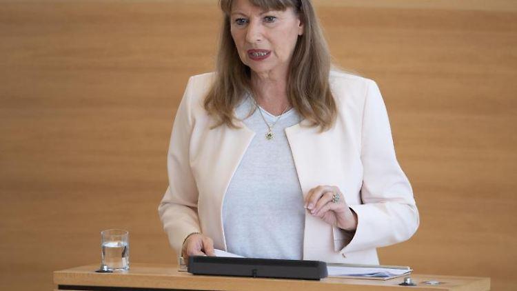 Petra Köpping (SPD), Gesundheitsministerin von Sachsen, spricht. Foto: Sebastian Kahnert/dpa-Zentralbild/dpa/Archivbild