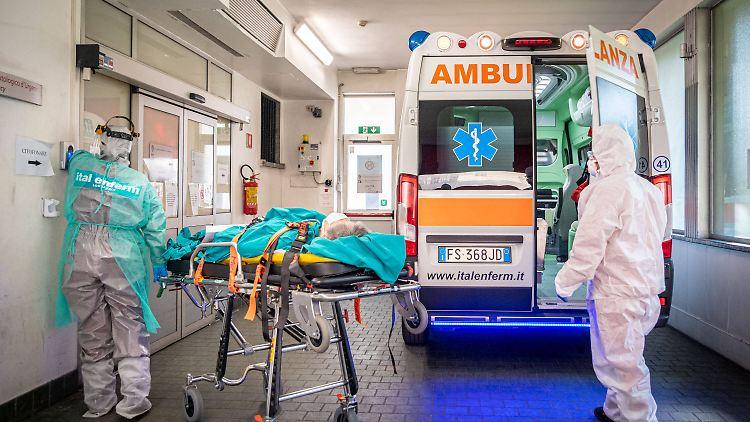 Ärzte und Pflegepersonal gehen in Italien an ihre Grenzen.