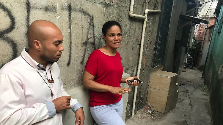 Sozialarbeiter Adriana se Santa und  Rogeiro dos Santos Coutinho.jpg