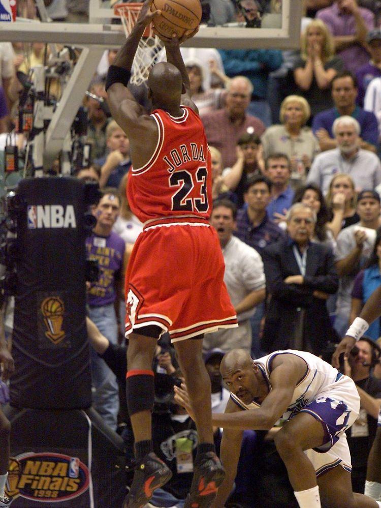 1999-01-12T120000Z_1924165229_RP1DRIKVSSAE_RTRMADP_3_SPORT-NBA-JORDAN.JPG