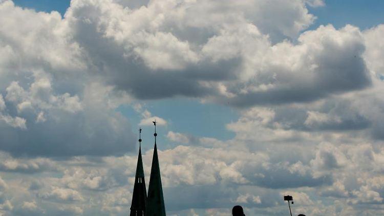 Blick auf Türme der Kirche St. Sebald (Sebalduskirche). Foto: picture alliance / dpa / Symbolbild / Archivbild