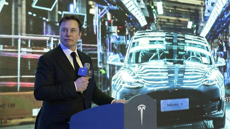 Elon Musk twittert alles, was den Tesla-Kurs pusht. Nun eben Corona-Propaganda.