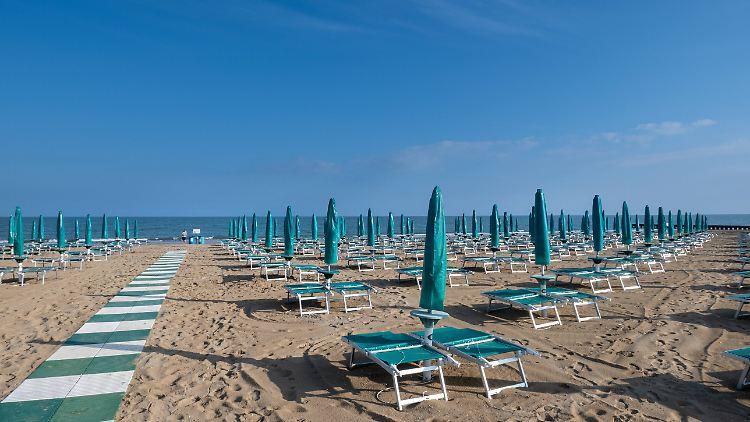 In Italien wird heiß über die möglichen Strandregeln diskutiert.