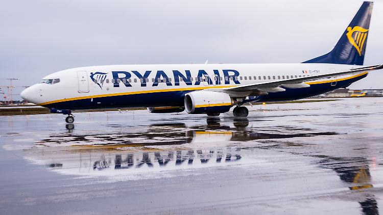 Die irische Fluggesellschaft Ryanair korrigiert ihre Verlusterwartungen in der Corona-Krise deutlich nach oben.