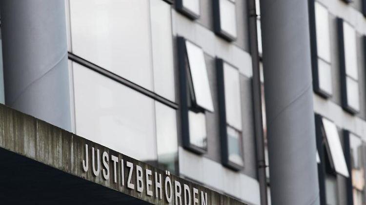Die Außenaufnahme zeigt die Justizbehörden in Kassel. Foto: Swen Pförtner/dpa/Archivbild