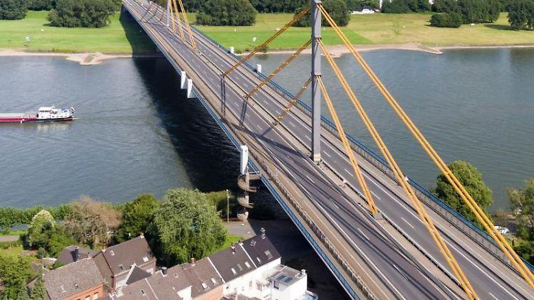 Luftaufnahme der Reinbrücke Neuenkamp in Duisburg. Foto: Arnulf Stoffel/dpa/Archivbild