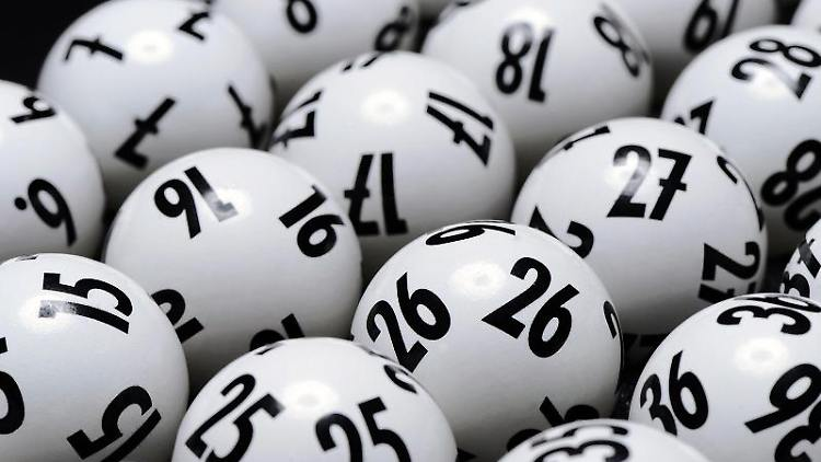 Lotto-Kugeln liegen bereit. Foto: Lotto Baden-Württemberg/Lotto Baden-Württemberg/obs