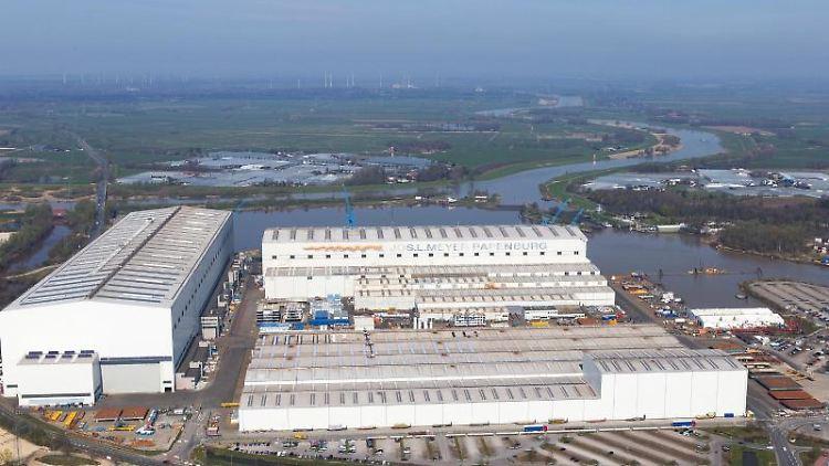 Blick auf die Produktionsstätte der Meyer Werft. Foto: Tobias Bruns/dpa/Archivbild