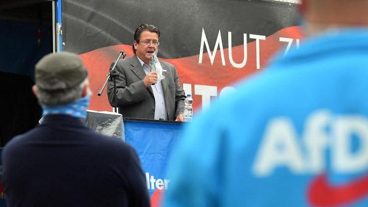 Stephan Brandner, stellvertretender AfD-Bundessprecher, auf einer Kundgebung der AfD Sachsen-Anhalt. Foto: Hendrik Schmidt/dpa-Zentralbild/ZB