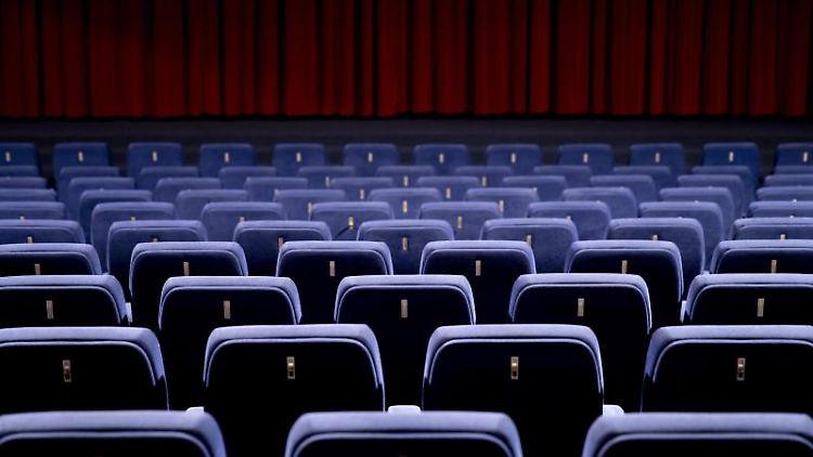 Ein leerer Kinosaal ist zu sehen. Foto: Christoph Soeder/dpa/Archivbild