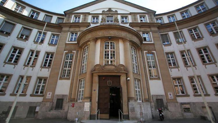 Die Außenfassade des Land- und Amtsgerichtes in Frankfurt am Main. Foto: Fredrik von Erichsen/dpa/Archivbild