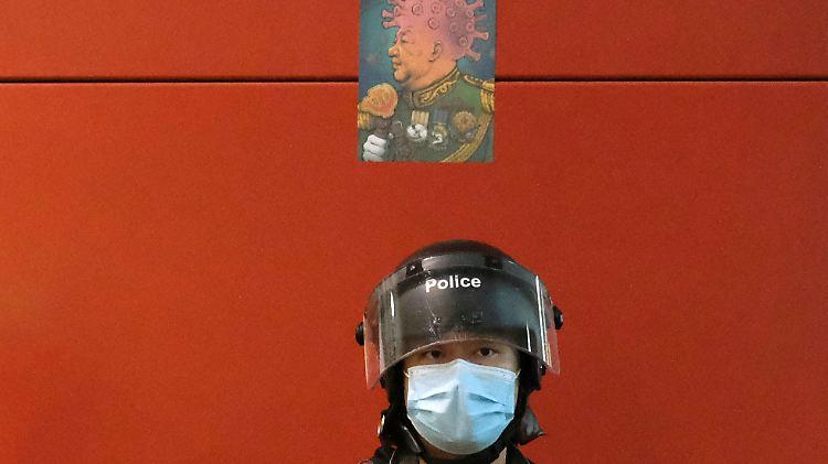 2020-04-26T000000Z_1539376966_RC2FCG977XXP_RTRMADP_3_HONGKONG-PROTESTS.JPG